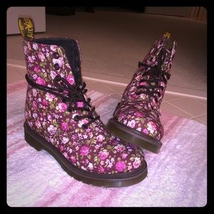 🌸BRAND NEW🌸 Dr. Martens Original style boot